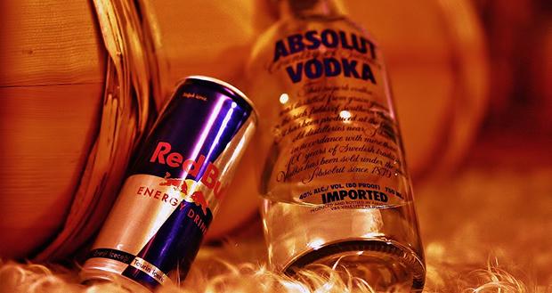 Misturar álcool com energético é um perigo
